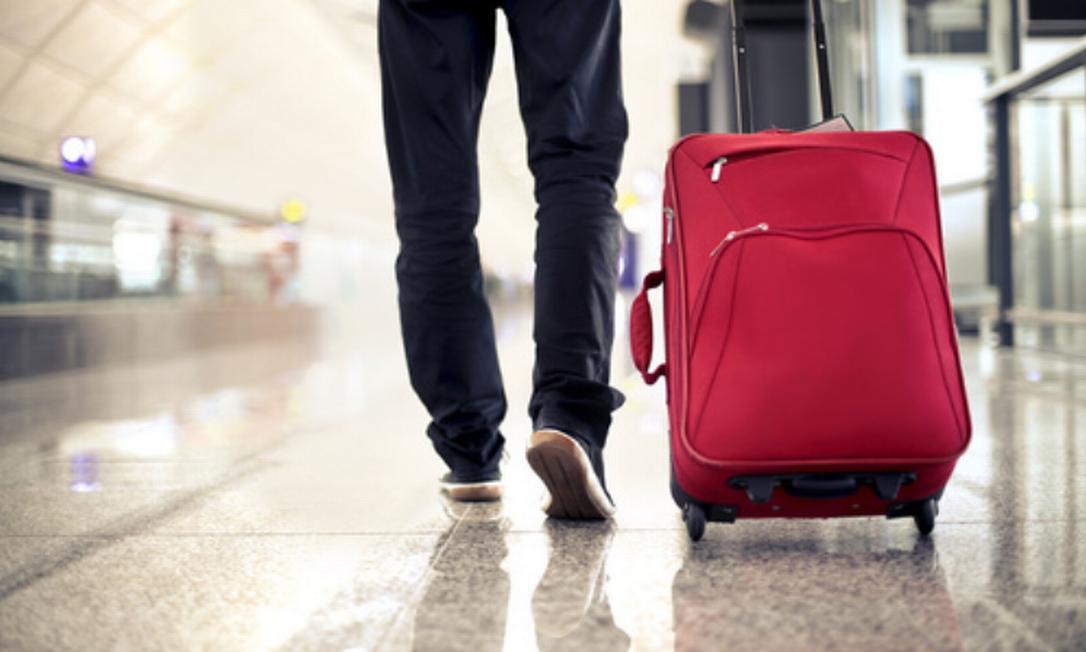 Justiça suspende cobrança por despacho de bagagem em avião