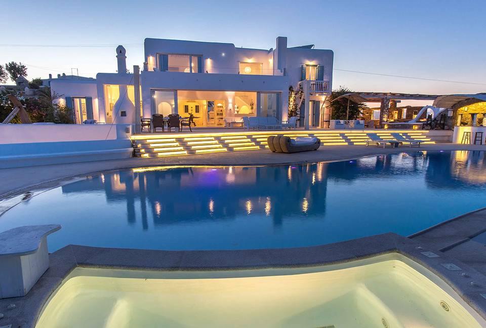 """84168b90395 Site contrata alguém para viajar e """"testar"""" mansões de luxo. Já pensou em  trabalhar experimentando a hospedagem de casas de luxo  O site americano  Thirdhome ..."""