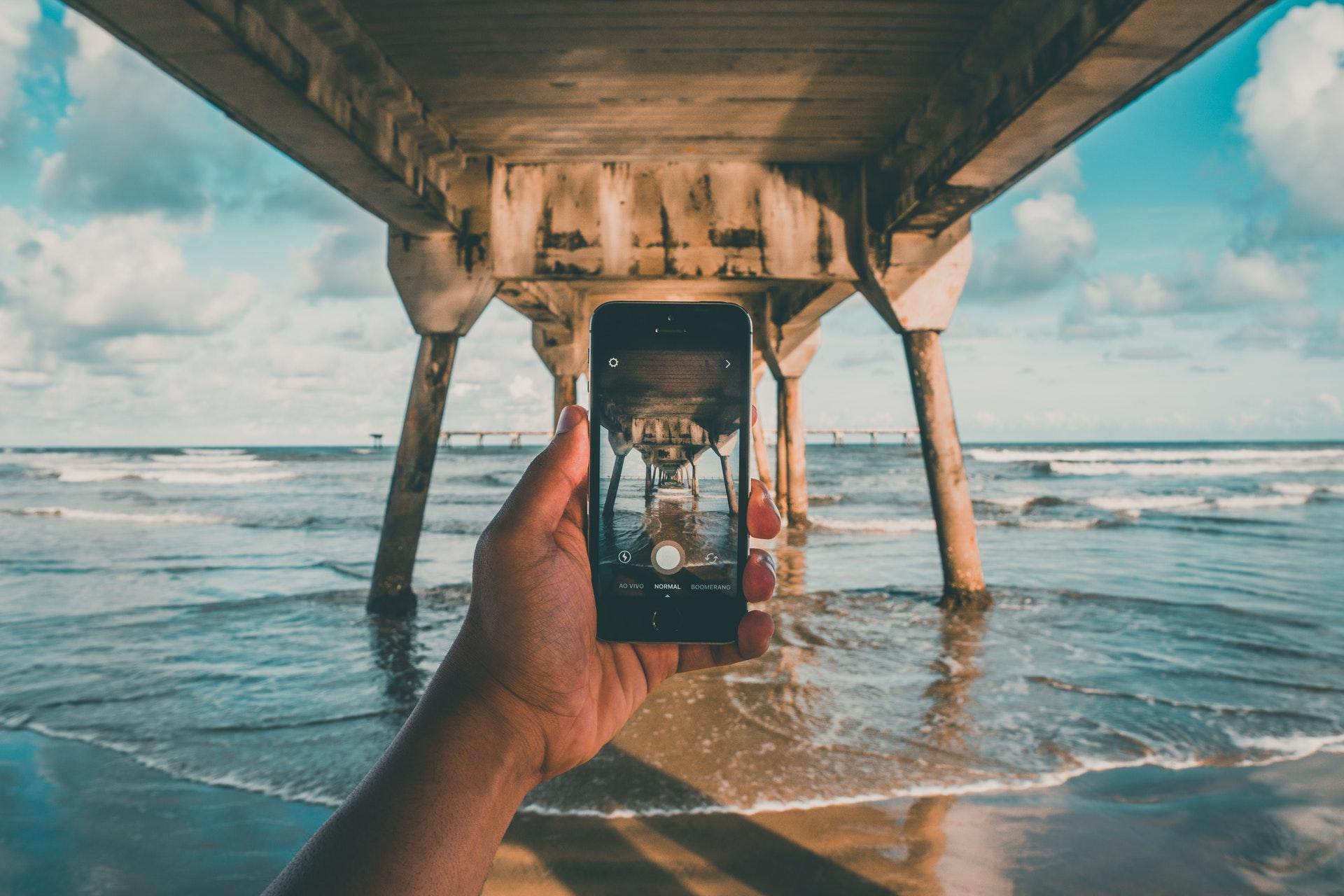 Tirar selfies ajuda a aumentar as lembranças de uma viagem
